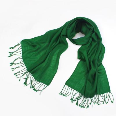 墨绿色棉衣搭配围巾图片