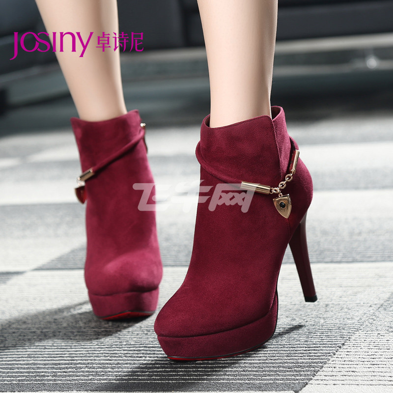 酒红色短靴冬天搭配